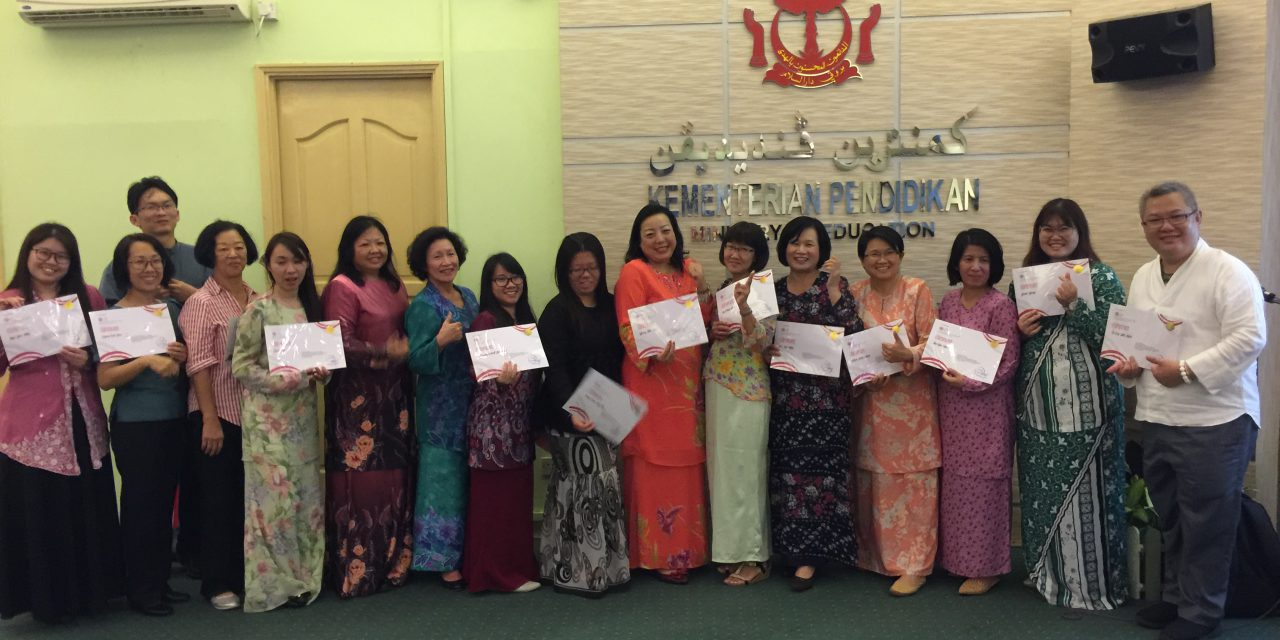 SMS Primary foreign language teachers attend workshop on language teaching techniques