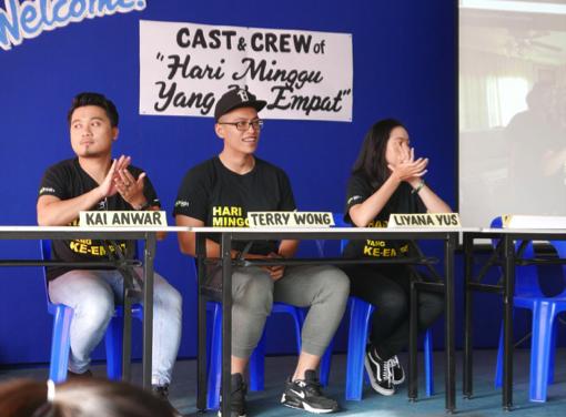 Hari Minggu Yang Keempat Cast visits SMSS